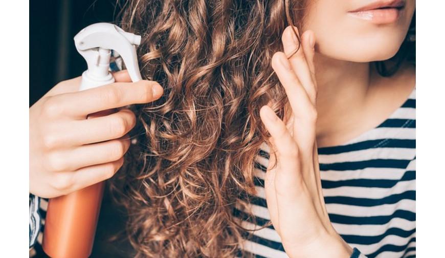 Hydratation des cheveux bouclés au quotidien