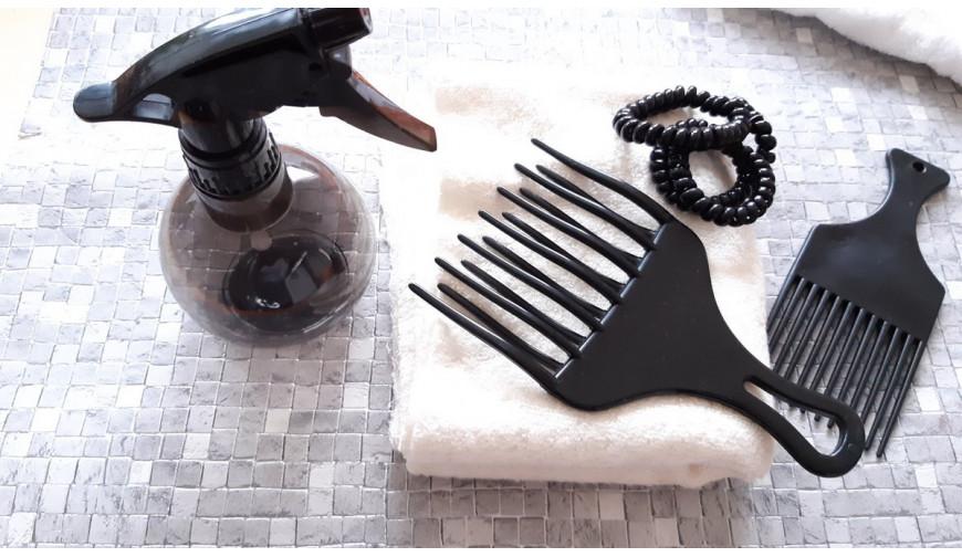10 accessoires indispensables pour les cheveux crépus